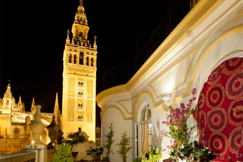 Private dinners facing Seville's Cathedral