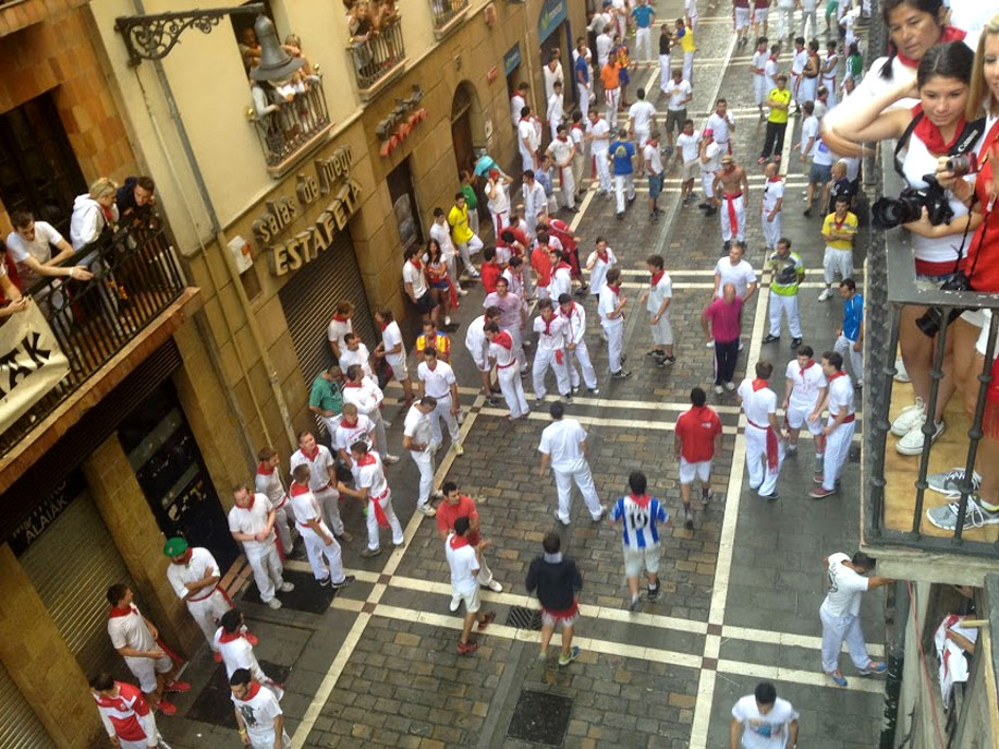 Running of the bulls in San Fermin, by Paladar y Tomar