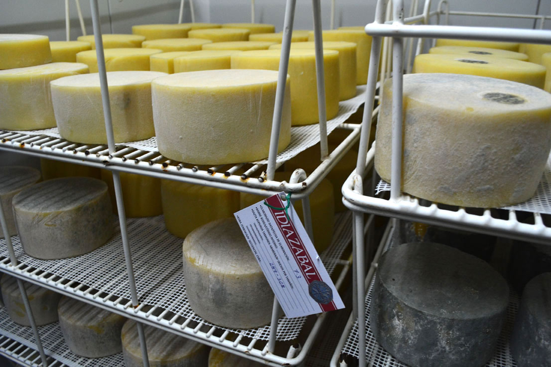 Idiazabal cheese from the Basque Country, Paladar y Tomar