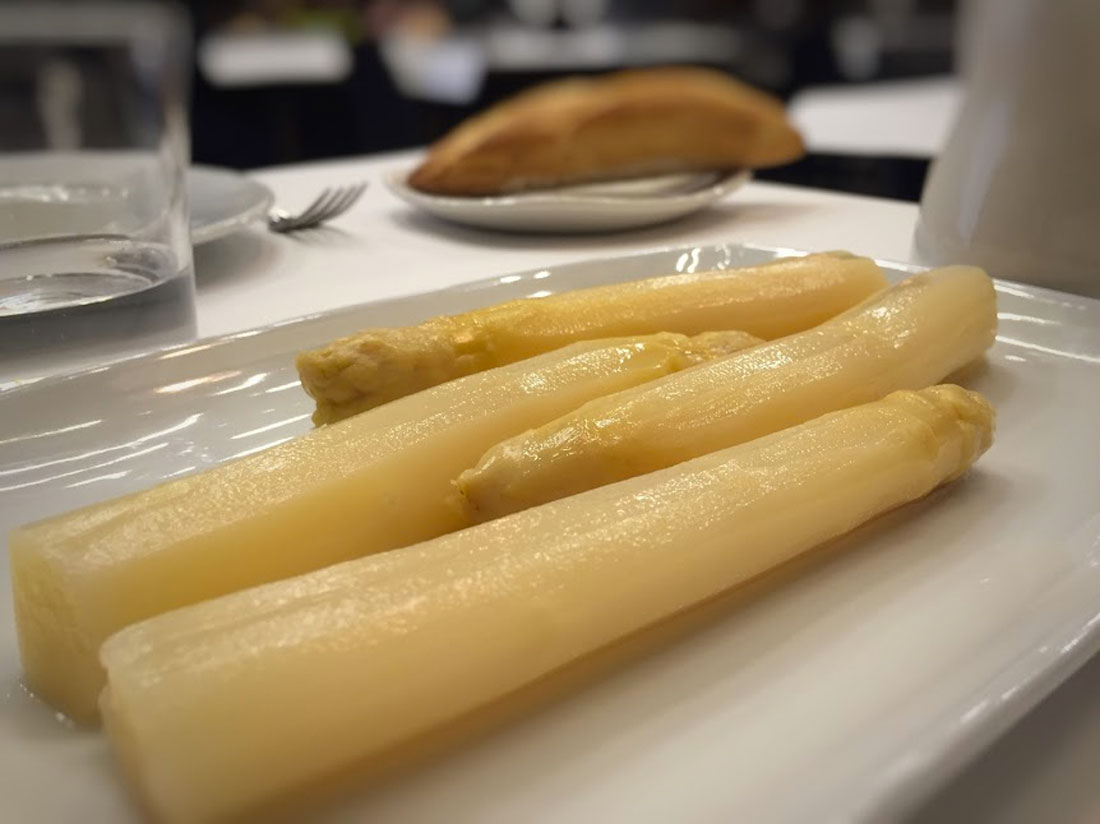 The finest white asparagus are from Navarra, Paladar y Tomar