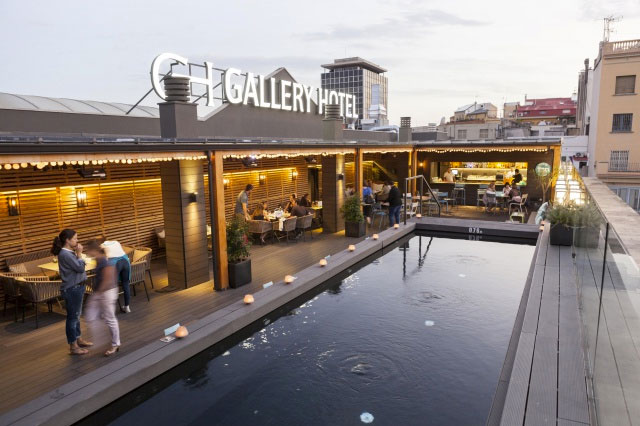 Enjoy an evening by the rooftop bar at Gallery Hotel in Barcelona, Cúrate Trips