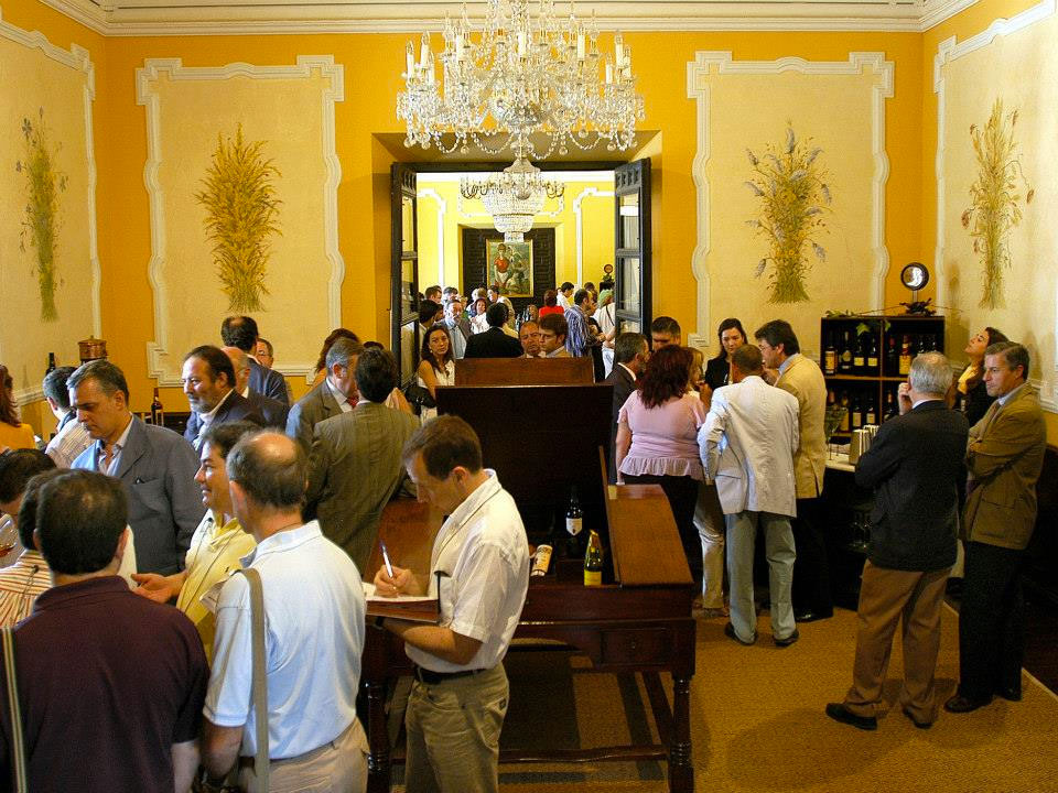 Some of Vinoble's exhibiting rooms, Paladar y Tomar