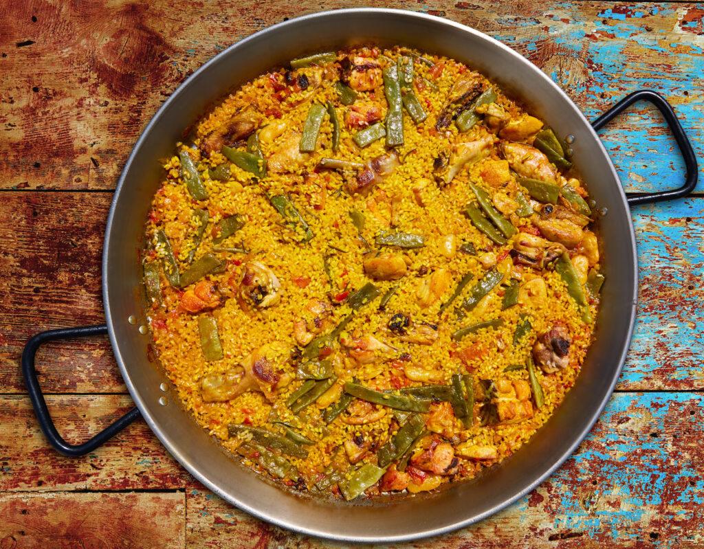 Traditional paella, Cúrate Trips
