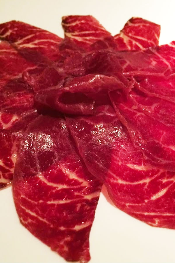 Beef ham from El Capricho, best meat in the world? Cúrate Trips