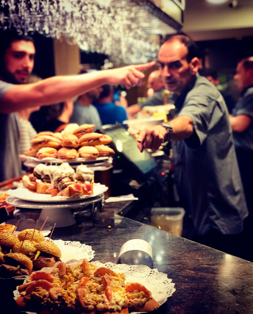 Crowded bars in a pintxos tour, CÚRATE Trips