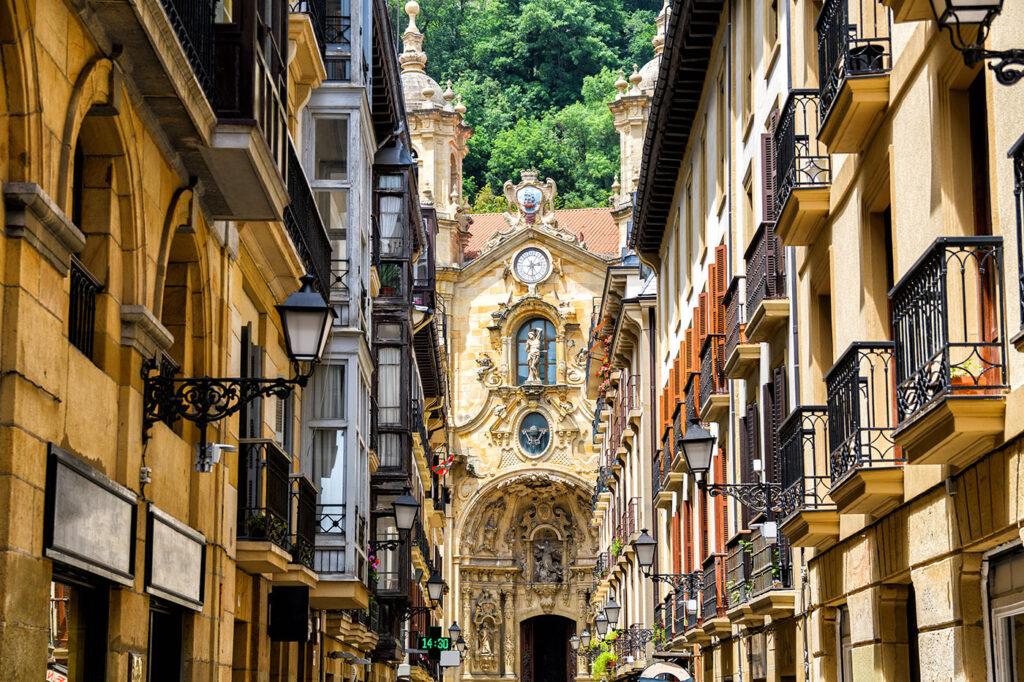 San Sebastian old district, where are revolves around pintxos, CÚRATE Trips