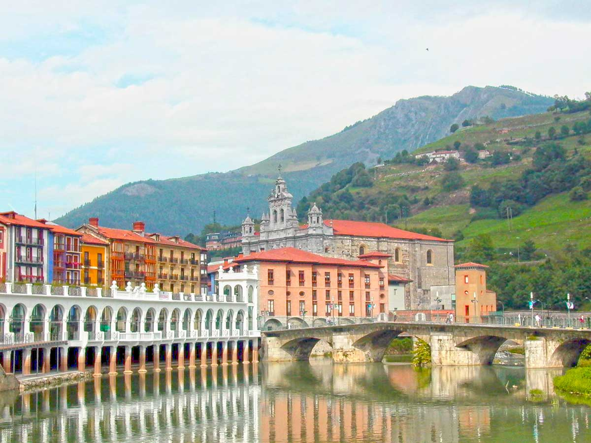 Tolosa, in Navarra, a bordering small town to visit while in the Basque Country, Paladar y Tomar