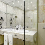 Fully equipped bathrooms at Hotel de Londres y de Inglaterra in San Sebastian, Cúrate Trips