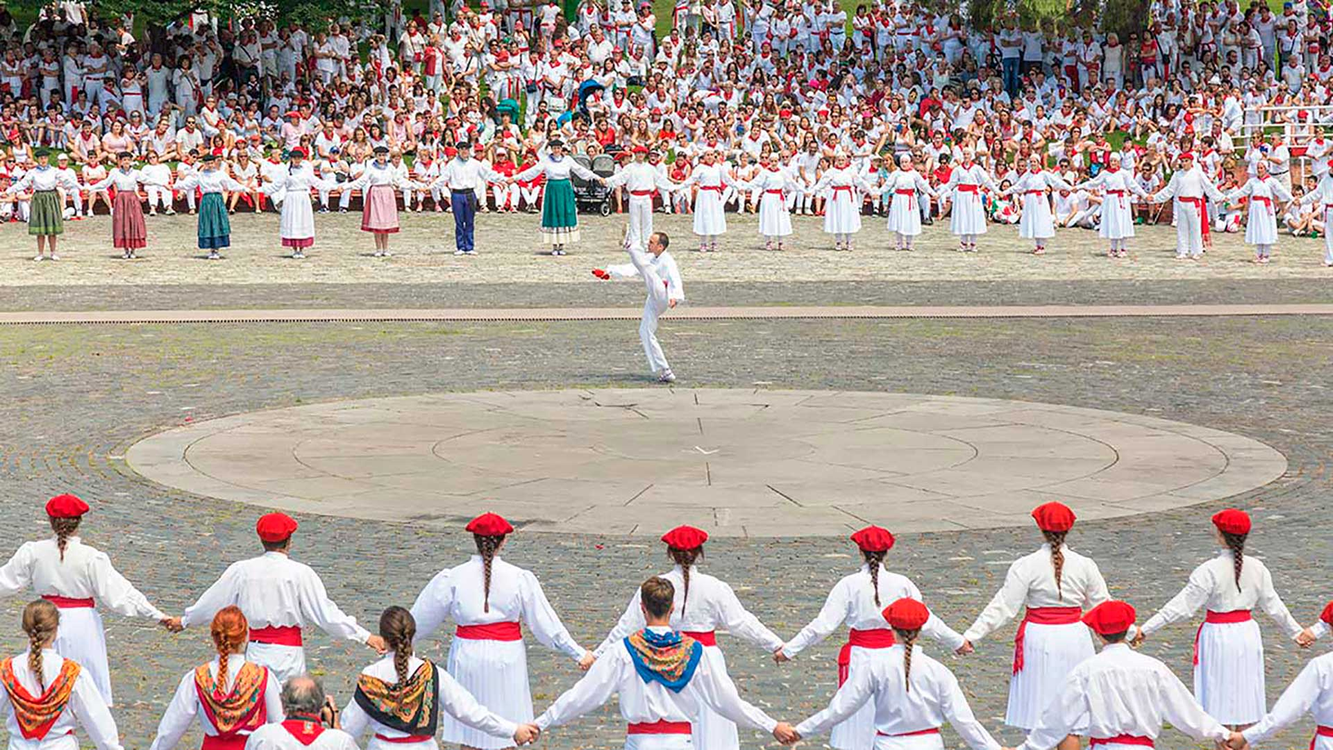 San Fermin festival includes a multitude of cultural activities, explore it with Paladar y Tomar