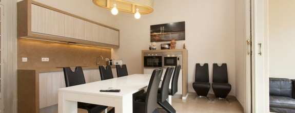 One of the two independent kitchens of this luxury apartment in Barcelona