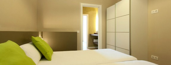 One of the 8 rooms of this comfortable and luxury Barcelona apartment