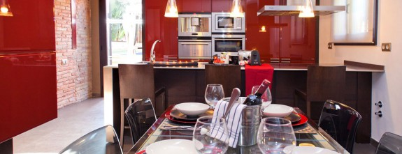 Villa Barcelona has a fully equipped kitchen perfect for private cooking classes and show cooking in Barcelona