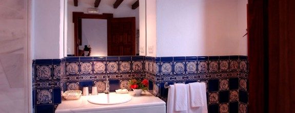 Rustic luxury bathroom in the exclusive cortijo in Jerez