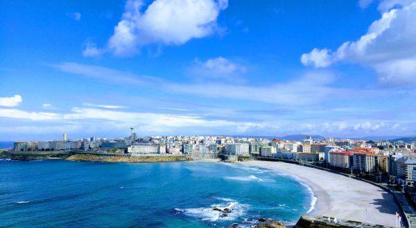 Orzan Beach in A Coruña, enjoy lovely walks along