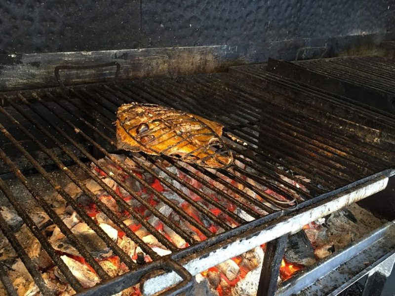 Fish grilling in Getaria, CÚRATE Trip Basque Country