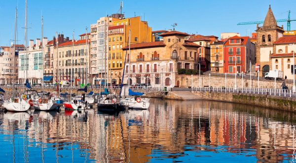 Discover the city of Gijón in Asturias, a lovely and friendly Spanish spot, visit it with Paladar y Tomar
