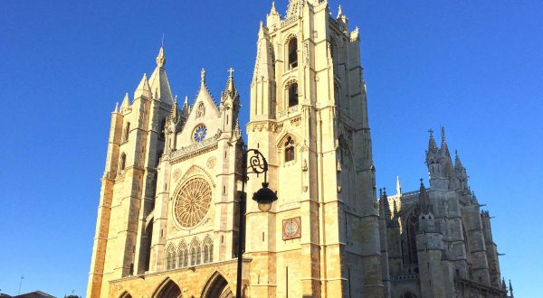 Leon, lovely city and an impressive cathedral, explore it with Paladar y Tomar