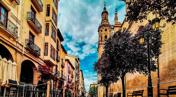 Logroño, the capital of Rioja, has an exciting city center and social life, Paladar y Tomar