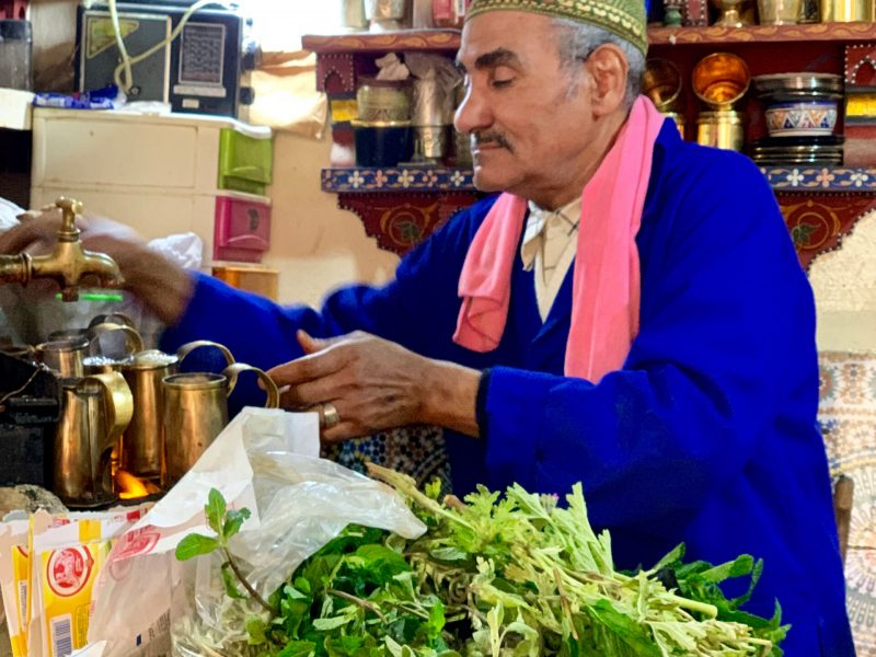 Mint tea in Morocc is a sacred ritual, Cúrate Trips