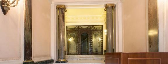 Gracia 4, Barcelona Luxury apartment in Paseo de Gracia, main building entrance
