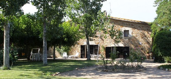 Old country house in stone, luxury properties Emporda