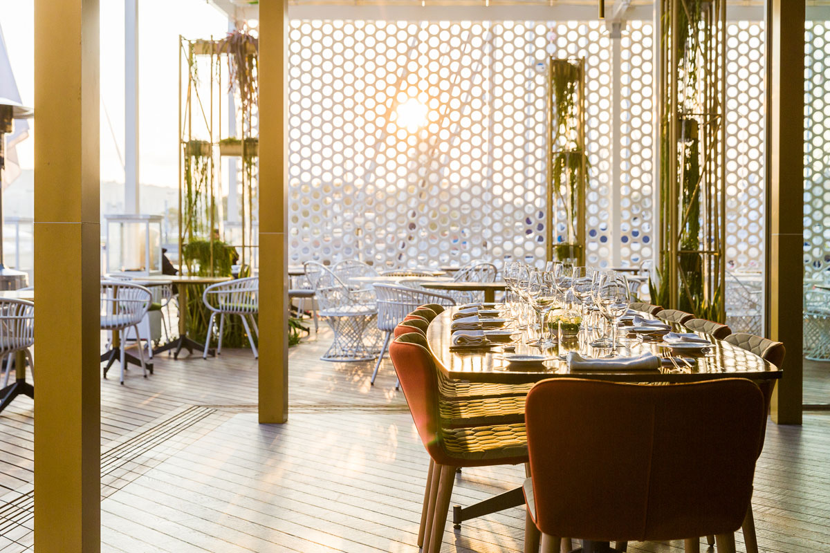 Design and maximum comfort at OneOcean Club restaurant in Barcelona